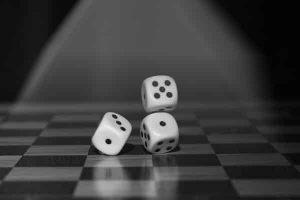 roll-the-dice-1502706_1280-300x200 Не се сърди човече с шотове за… възрастни!