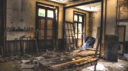 Изоставена къща отвътре