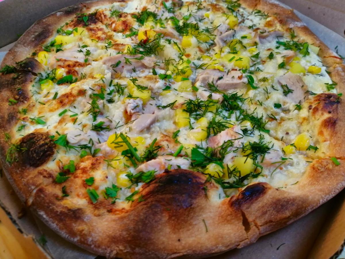 Пица с ананас